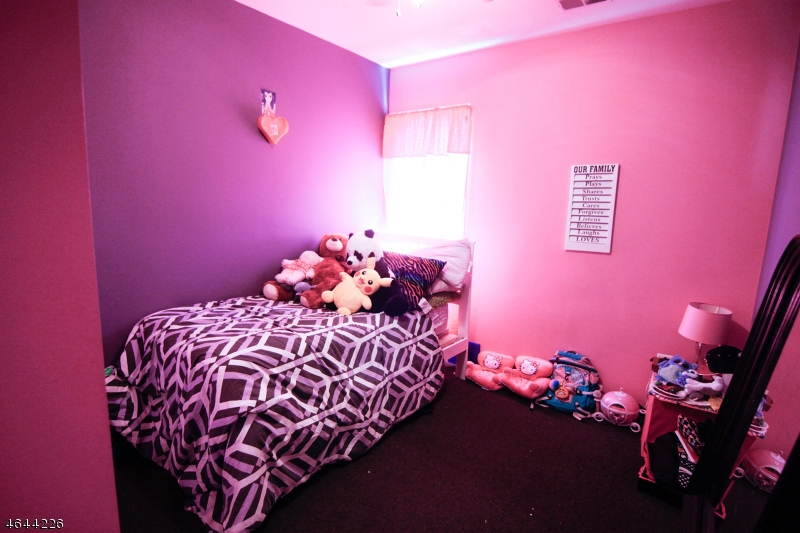 Additional photo for property listing at 84 Avenue A  Lodi, Нью-Джерси 07644 Соединенные Штаты