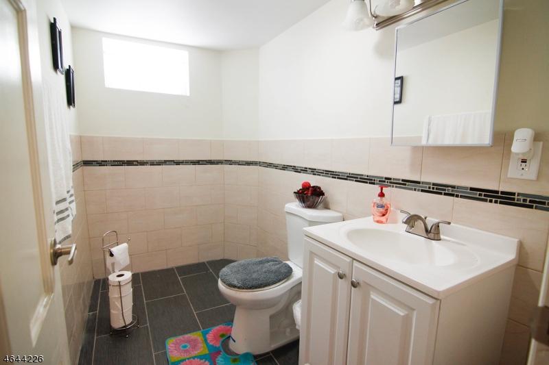 Additional photo for property listing at 84 Avenue A  Lodi, Nueva Jersey 07644 Estados Unidos