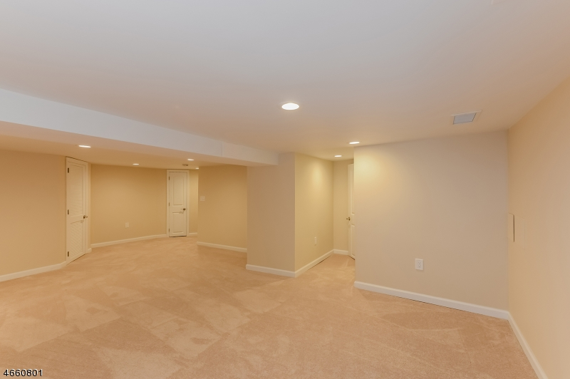 Additional photo for property listing at 10 Witherspoon Road  Verona, New Jersey 07044 États-Unis