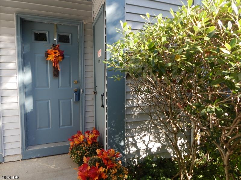 独户住宅 为 销售 在 19 Garden Court Succasunna, 新泽西州 07876 美国