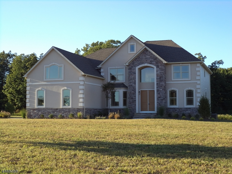 Single Family Home for Sale at 14 Stone Tavern Drive Millstone Township, 08510 United States