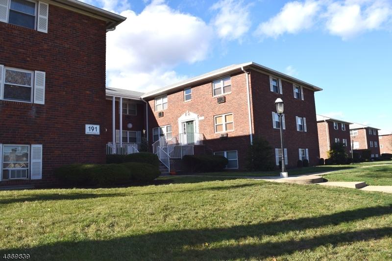 Частный односемейный дом для того Аренда на 191 N Beverwyck Road Lake Hiawatha, Нью-Джерси 07034 Соединенные Штаты