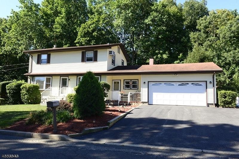 Частный односемейный дом для того Продажа на 18 Warren Street Bloomingdale, Нью-Джерси 07403 Соединенные Штаты