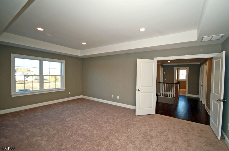 Additional photo for property listing at 114 Elia Drive  Branchburg, Нью-Джерси 08853 Соединенные Штаты