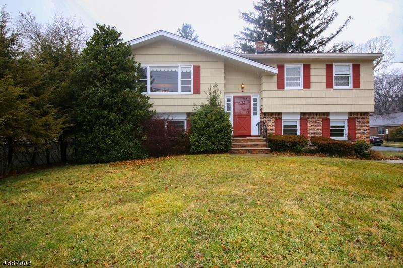 独户住宅 为 销售 在 149 Harriot Avenue 哈灵顿, 新泽西州 07640 美国