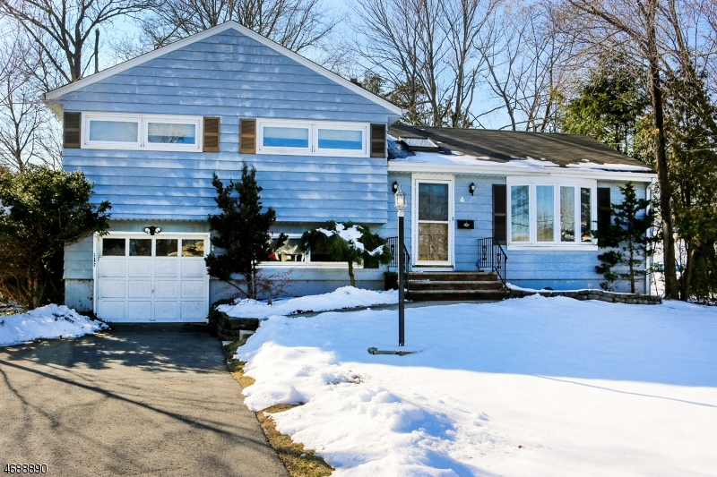 Single Family Home for Sale at 4 Garvey Place Glen Rock, New Jersey 07452 United States