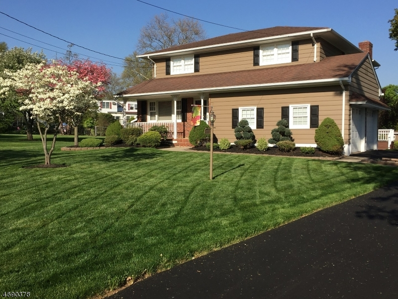 Maison unifamiliale pour l Vente à 33 Starlite Drive Clark, New Jersey 07066 États-Unis