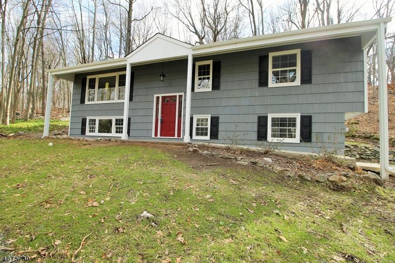 Частный односемейный дом для того Продажа на 81 Academy Street Califon, Нью-Джерси 07830 Соединенные Штаты
