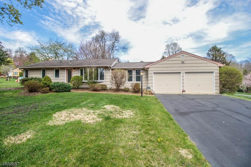 Частный односемейный дом для того Продажа на 1 Hoffman Drive Califon, Нью-Джерси 07830 Соединенные Штаты