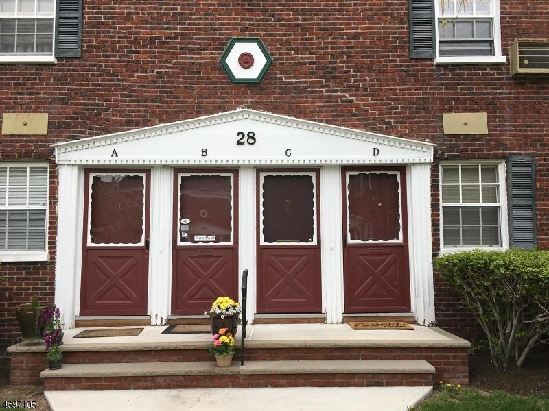 Частный односемейный дом для того Аренда на 28C W ROSELLE Avenue Roselle Park, Нью-Джерси 07204 Соединенные Штаты