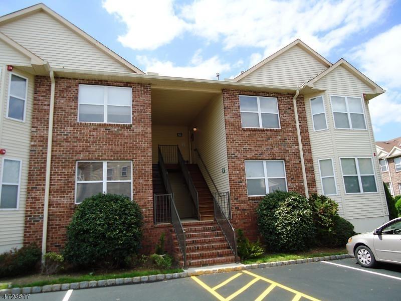 Casa Unifamiliar por un Alquiler en 20 Claire Court East Hanover, Nueva Jersey 07936 Estados Unidos