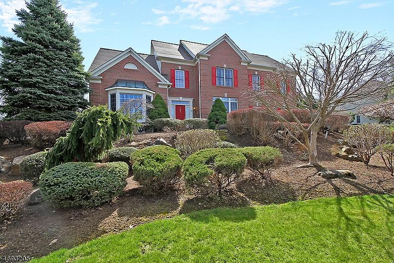 Частный односемейный дом для того Продажа на 121 Top of the World Way Green Brook Township, Нью-Джерси 08812 Соединенные Штаты