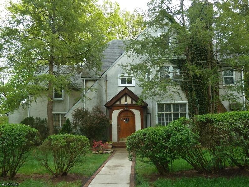 Casa Unifamiliar por un Venta en 202 E 5th Avenue 202 E 5th Avenue Roselle, Nueva Jersey 07203 Estados Unidos