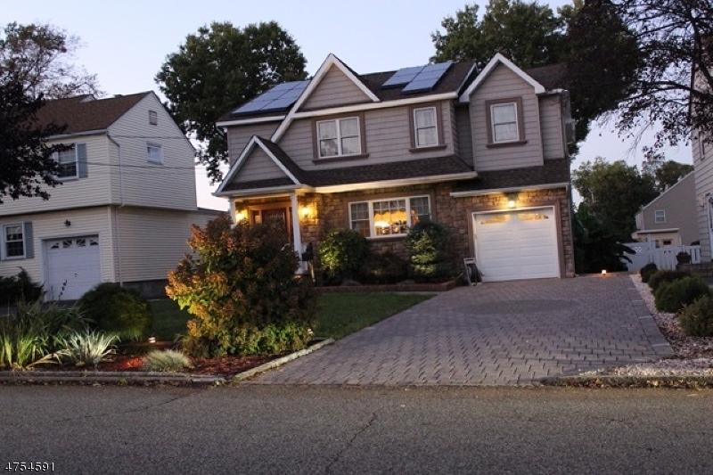 Maison unifamiliale pour l Vente à 34 Nutley Avenue Nutley, New Jersey 07110 États-Unis