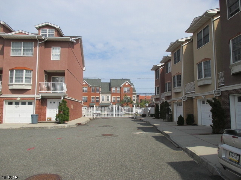 Condo / Townhouse for Rent at 7 Harbor Front Court Elizabeth, New Jersey 07206 United States