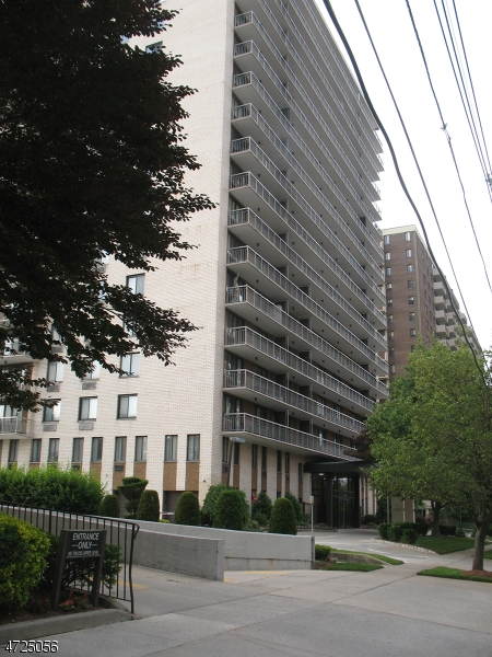 Chung cư / Căn hộ vì Bán tại Hackensack, New Jersey 07601 Hoa Kỳ