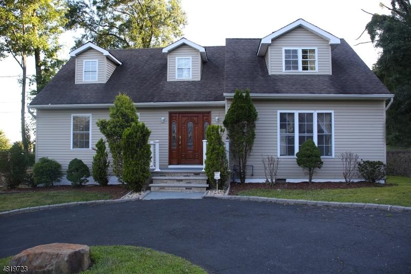Частный односемейный дом для того Продажа на 11 PATERSON Avenue Haledon, Нью-Джерси 07508 Соединенные Штаты
