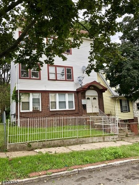 多戶家庭房屋 為 出售 在 167 VASSAR Avenue Newark, 新澤西州 07112 美國