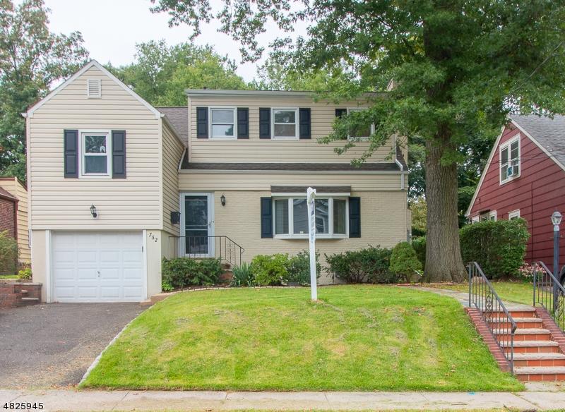Nhà ở một gia đình vì Bán tại 752 SUBURBAN Road Union, New Jersey 07083 Hoa Kỳ