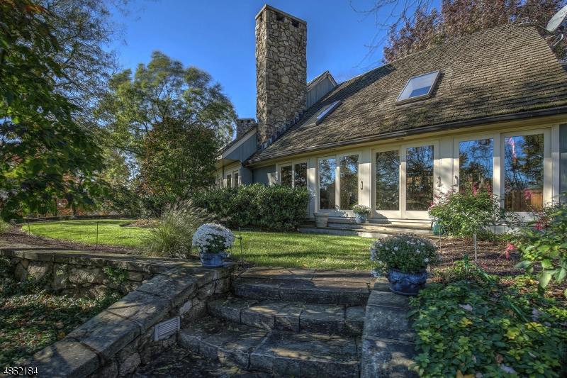 Maison unifamiliale pour l Vente à 8 BURRELL Road Tewksbury Township, New Jersey 08833 États-Unis