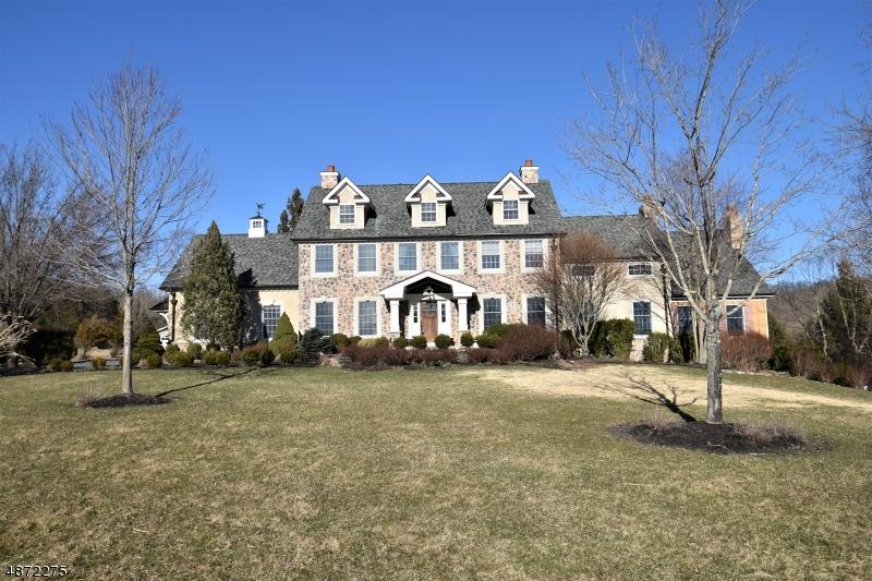 Частный односемейный дом для того Продажа на 54 PINE HILL Road Delaware Township, Нью-Джерси 08559 Соединенные Штаты