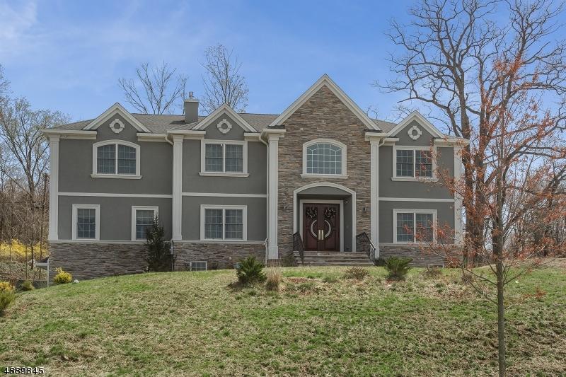 Villa per Vendita alle ore 5 MASSOLA Drive Wayne, New Jersey 07470 Stati Uniti