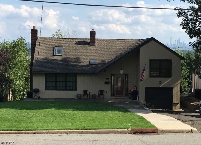 Single Family Homes pour l Vente à Hasbrouck Heights, New Jersey 07604 États-Unis