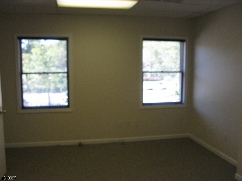 Additional photo for property listing at 530 East Main Street Chester, New Jersey 07930 Verenigde Staten