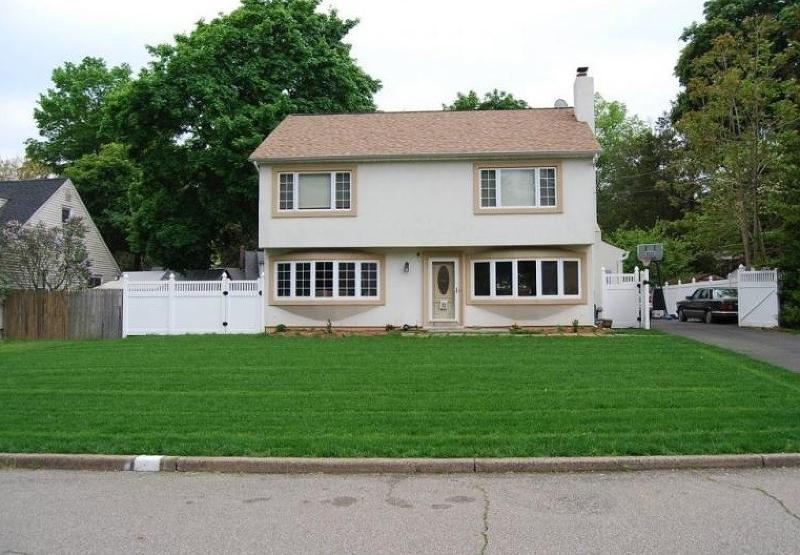 Maison unifamiliale pour l Vente à 32 Spruce Street Pompton Lakes, New Jersey 07442 États-Unis