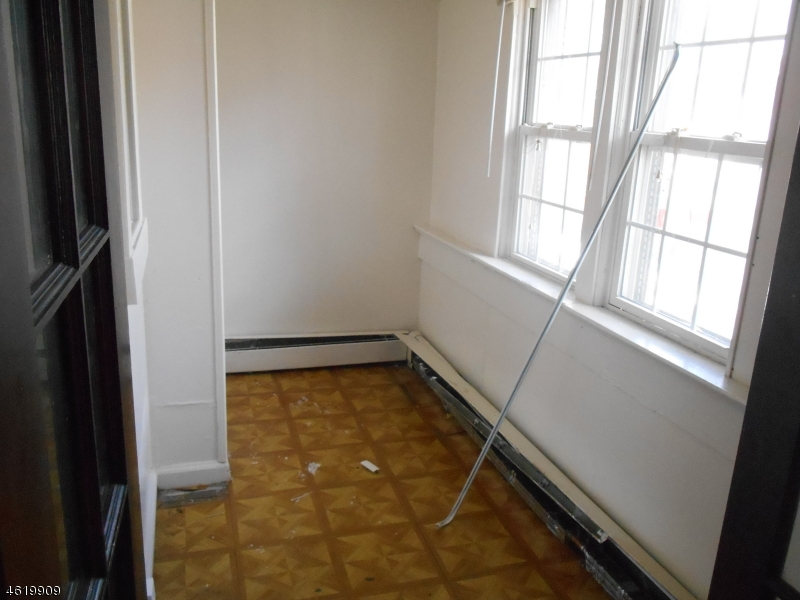 Additional photo for property listing at 1059 Hunterdon Street  Newark, New Jersey 07112 États-Unis