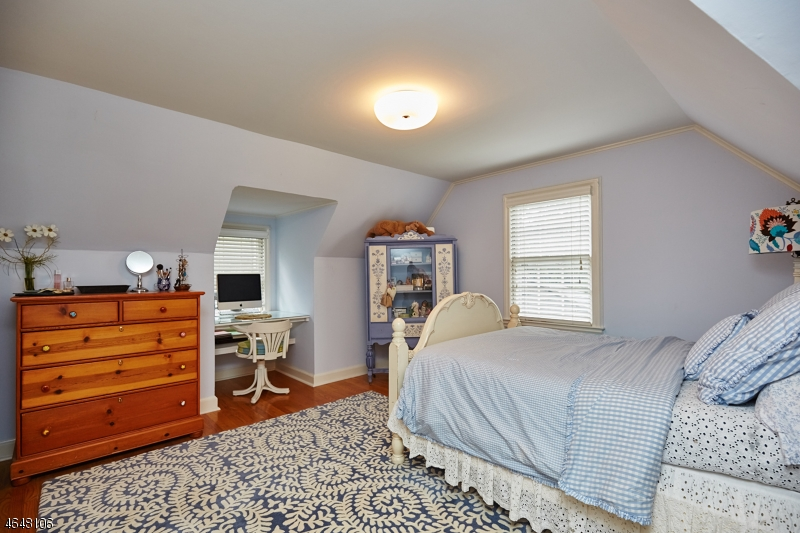 Additional photo for property listing at 33 Glen Oaks Avenue  Summit, New Jersey 07901 United States