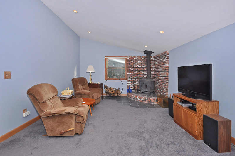 Additional photo for property listing at 388 Warwick Tpke  Hewitt, New Jersey 07421 États-Unis