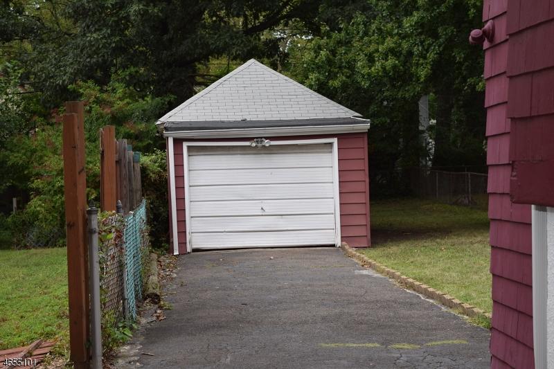 Additional photo for property listing at 106 Ashland Avenue  布鲁姆菲尔德, 新泽西州 07003 美国