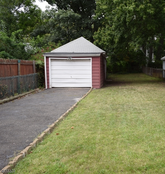 Additional photo for property listing at 106 Ashland Avenue  Bloomfield, New Jersey 07003 United States