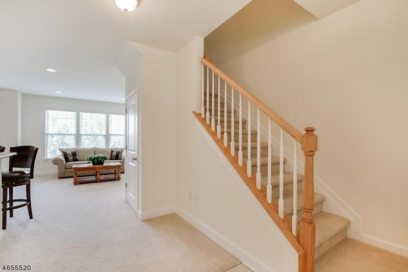 Additional photo for property listing at 71 Indigo Road  Hackettstown, Nueva Jersey 07840 Estados Unidos