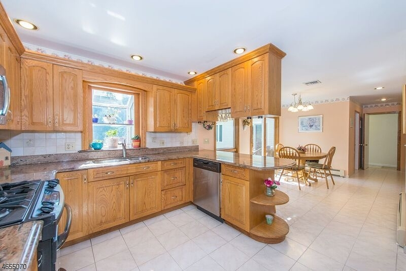 Additional photo for property listing at 30 Reston Road  Wayne, Нью-Джерси 07470 Соединенные Штаты