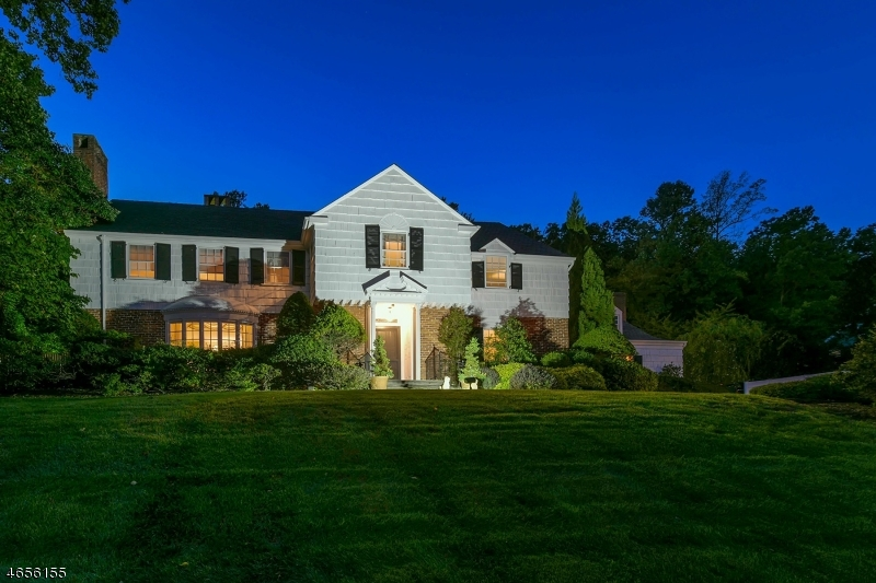 Casa Unifamiliar por un Venta en 288 UP MOUNTAIN Avenue Montclair, Nueva Jersey 07043 Estados Unidos