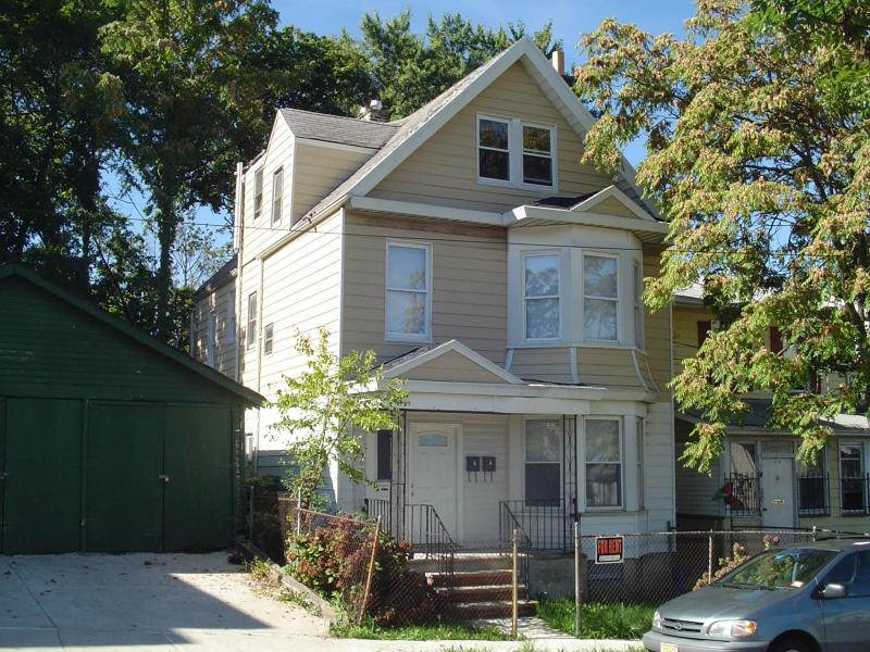 Additional photo for property listing at 12 Grain Street  Newark, New Jersey 07103 États-Unis