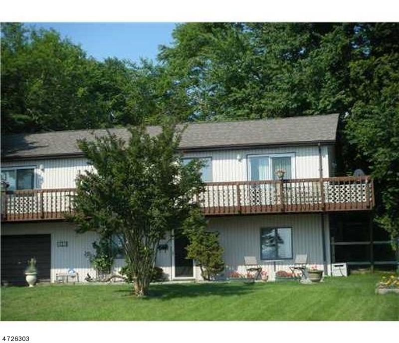 واحد منزل الأسرة للـ Sale في 1004 Beach Drive Aberdeen, New Jersey 07735 United States