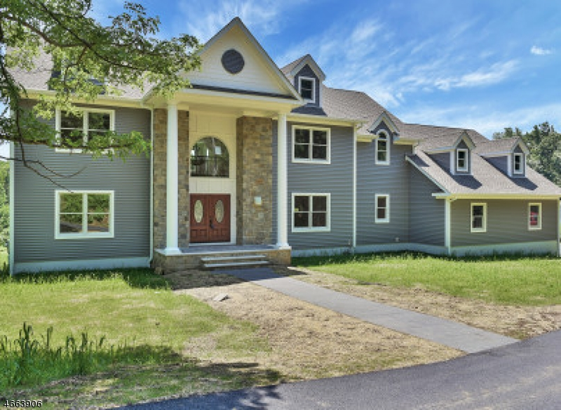 Single Family Home for Sale at 165 Dover Chester Road 165 Dover Chester Road Randolph, New Jersey 07869 United States