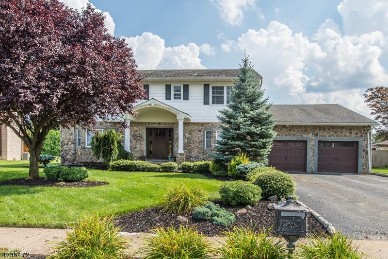 Casa Unifamiliar por un Venta en 74 Glenroy Road Fairfield, Nueva Jersey 07004 Estados Unidos