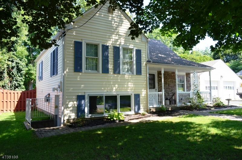 Single Family Home for Sale at 122 Brunswick Avenue 122 Brunswick Avenue Bloomsbury, New Jersey 08804 United States