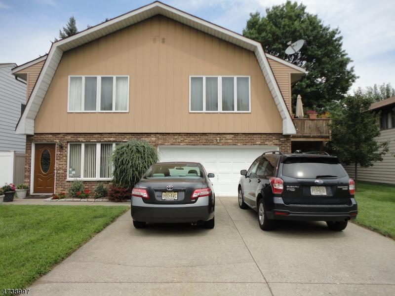 Maison unifamiliale pour l Vente à 3 Rosario Court Saddle Brook, New Jersey 07663 États-Unis