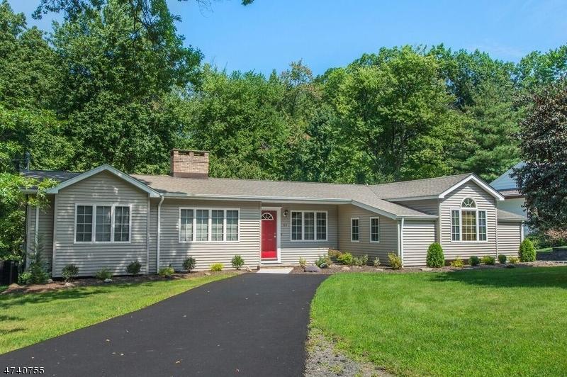 Maison unifamiliale pour l Vente à 63 Jacobus Avenue Little Falls, New Jersey 07424 États-Unis