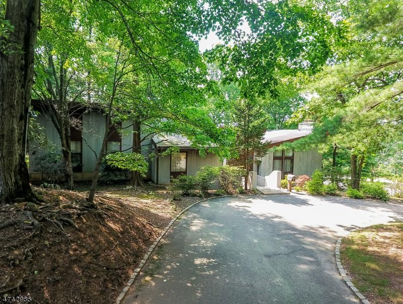 Частный односемейный дом для того Аренда на 15 Brayton Road Livingston, Нью-Джерси 07039 Соединенные Штаты