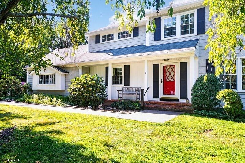 Nhà ở một gia đình vì Bán tại 103 Howell Drive Branchburg, New Jersey 08876 Hoa Kỳ