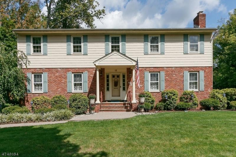 Casa Unifamiliar por un Venta en 15 OLDWOOD DRIVE New Providence, Nueva Jersey 07974 Estados Unidos