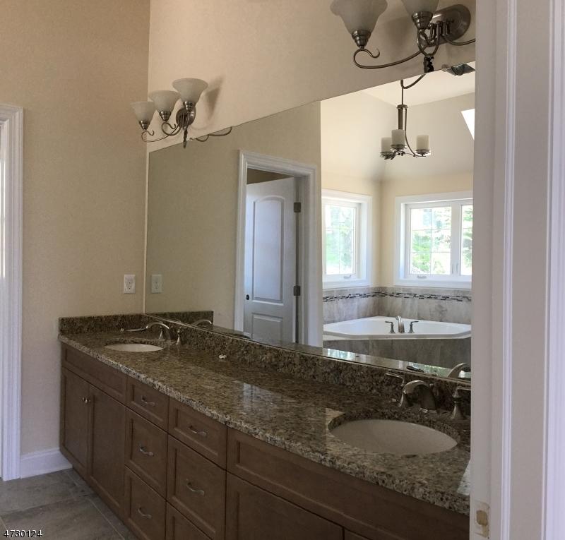 Additional photo for property listing at 17 Hunter Drive  Mount Olive, Νιου Τζερσεϋ 07828 Ηνωμενεσ Πολιτειεσ