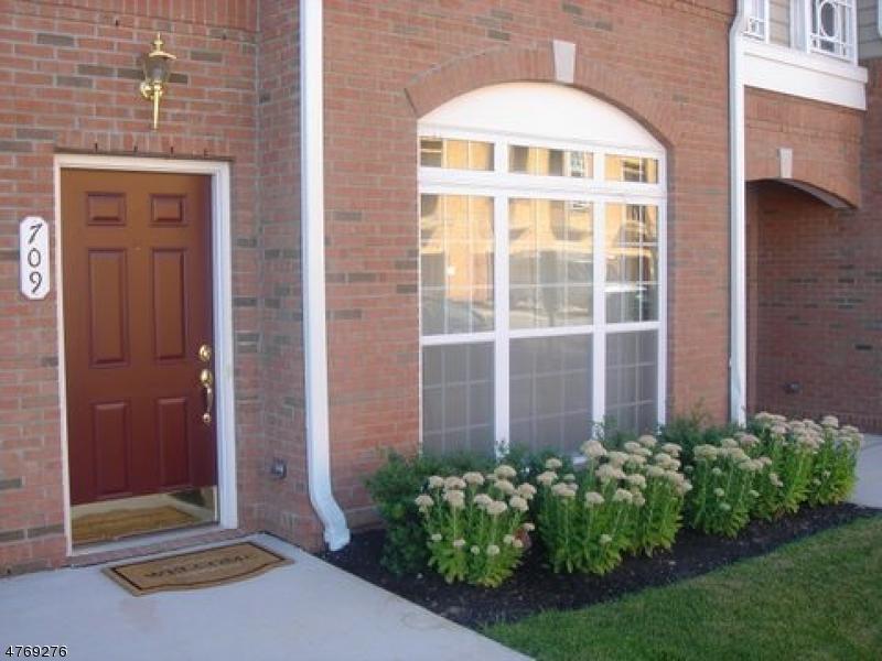 Einfamilienhaus für Verkauf beim 709 Hero Way 709 Hero Way Belleville, New Jersey 07109 Vereinigte Staaten