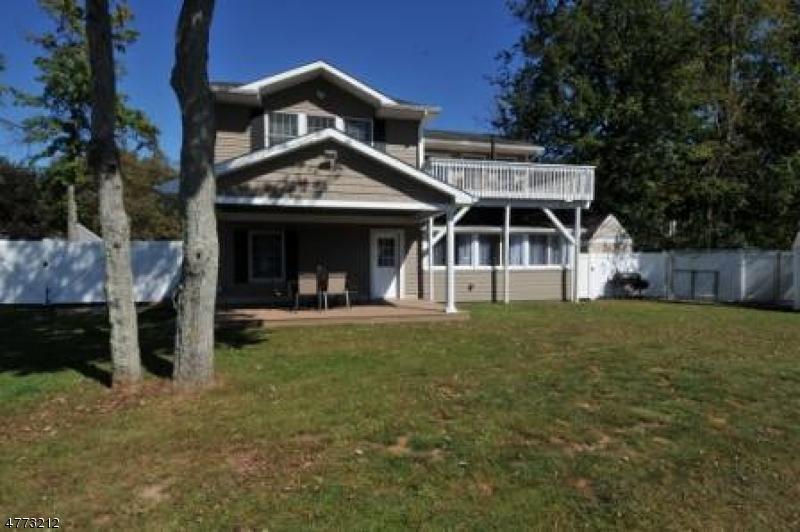 Частный односемейный дом для того Продажа на 2 Topaz Lane Jefferson Township, Нью-Джерси 07849 Соединенные Штаты